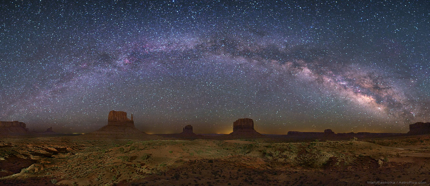 Milky_way_over_monument_valley